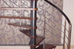 винтовая-лестница-из-дерева