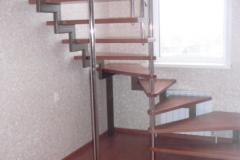 деревянная-лестница-на-второй-этаж