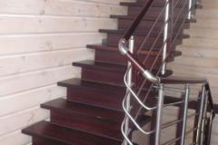 лестница-из-дорого-красного-дерева