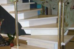 лестница-из-светлого-дерева-на-второй-этаж
