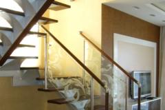 лестница-со-стеклянными-перилами