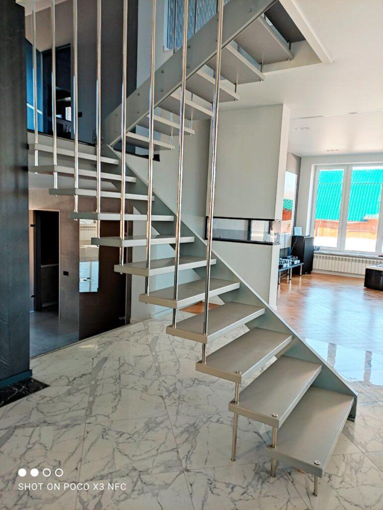 Дизайнерская лестница для дома первый этаж