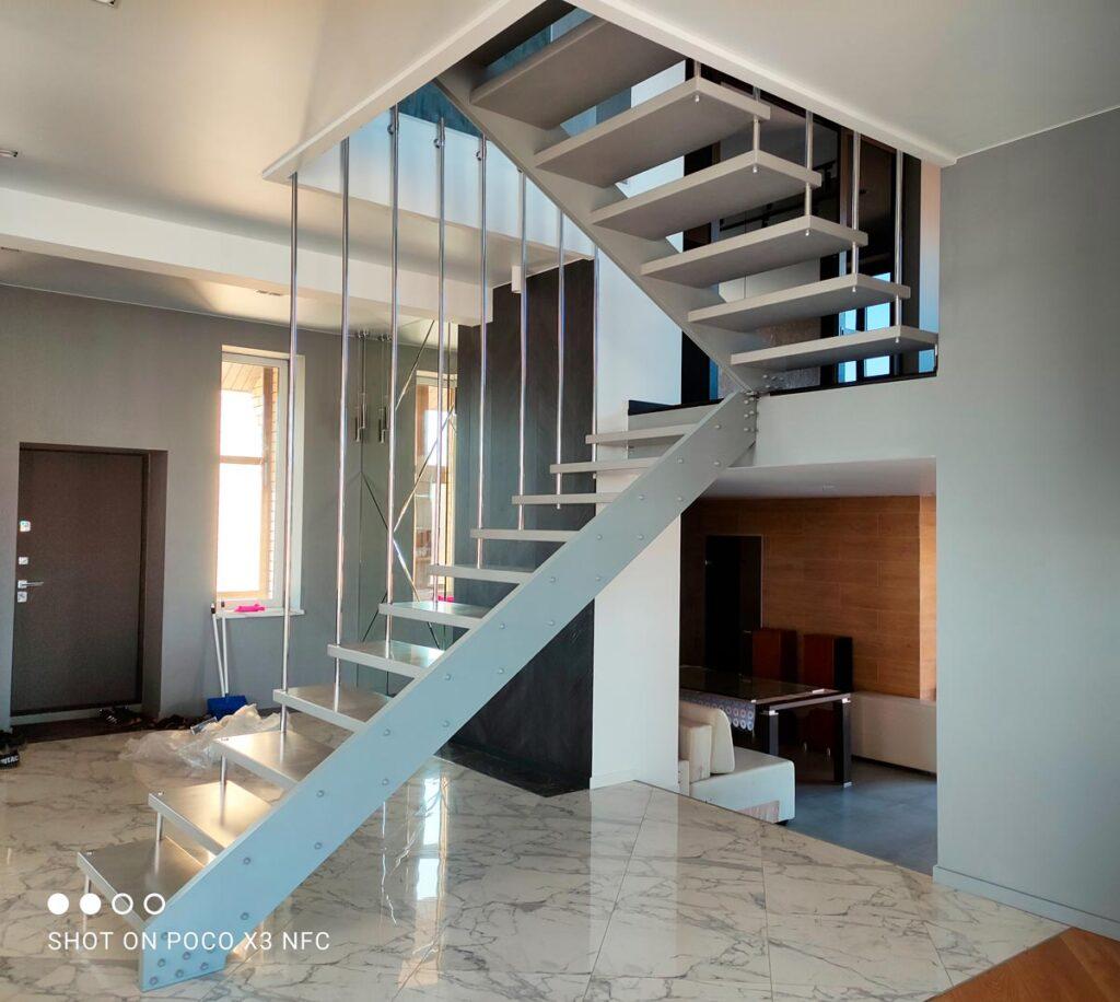 Дизайнерская лестница для дома в перми
