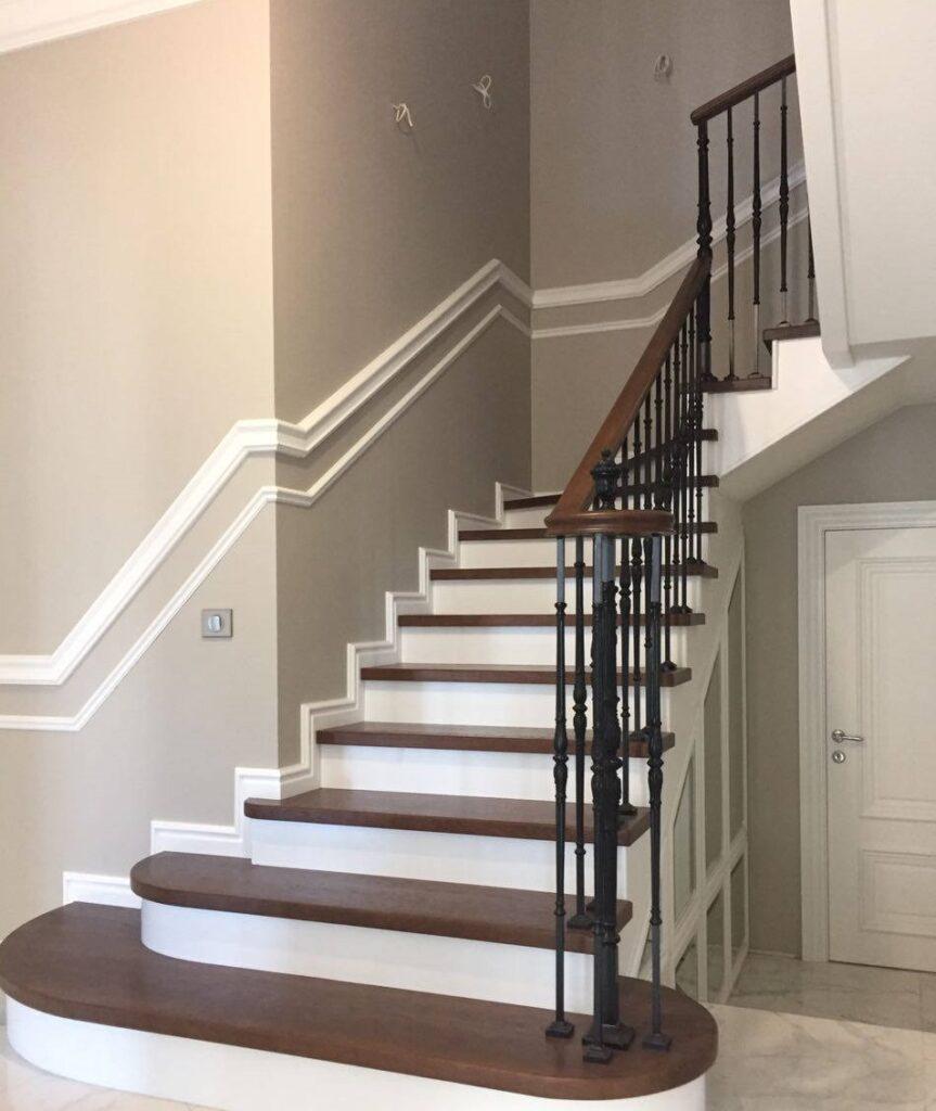 Обшитая лестница для второго этажа