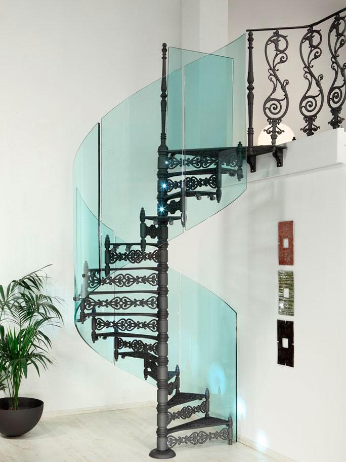 Ограждения со стеклом для винтовой лестницы
